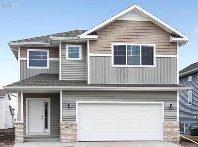 West Fargo Single Family Home For Sale: 974 Albert Drive W