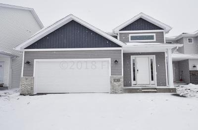 West Fargo Single Family Home For Sale: 2625 5 Court W