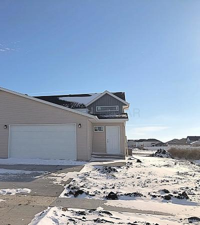 West Fargo Single Family Home For Sale: 1063 Barnes Drive W