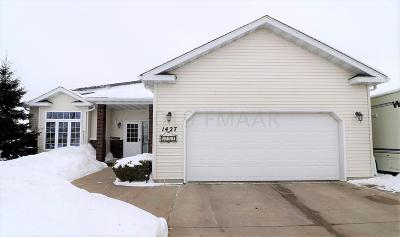 West Fargo Single Family Home For Sale: 1427 Sommerset Drive
