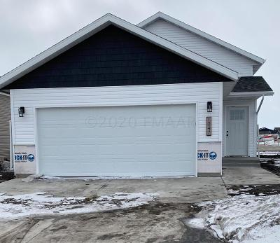 West Fargo Single Family Home For Sale: 1047 Barnes Drive W
