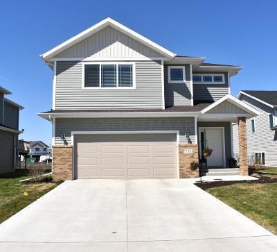 West Fargo Single Family Home For Sale: 736 Albert Drive W