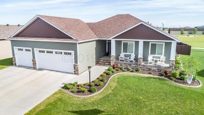 West Fargo Single Family Home For Sale: 418 Freedom Terrace E