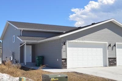 Mapleton Single Family Home For Sale: 137 Pine Avenue