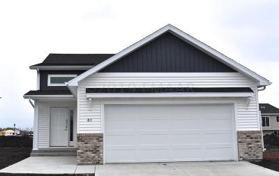 West Fargo Single Family Home For Sale: 811 Cathy Drive W