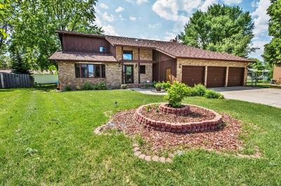 Fargo Single Family Home For Sale: 183 Prairiewood Drive S
