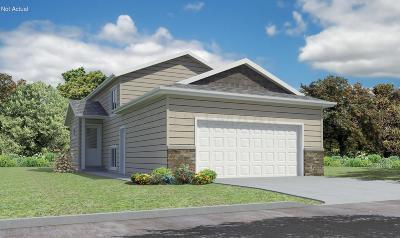 Fargo Single Family Home For Sale: 3359 Maple Leaf Loop S