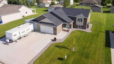 Moorhead Single Family Home For Sale: 1827 52nd Avenue N