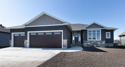 West Fargo Single Family Home For Sale: 2865 McLeod Drive E