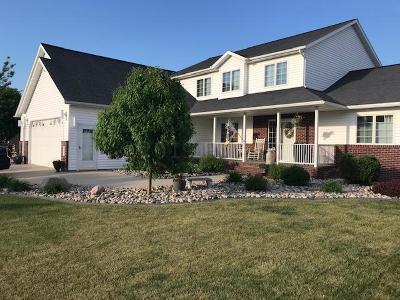Moorhead Single Family Home For Sale: 402 42nd Avenue S
