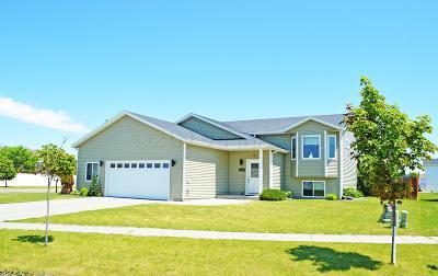 West Fargo Single Family Home For Sale: 1903 Burlington Lane