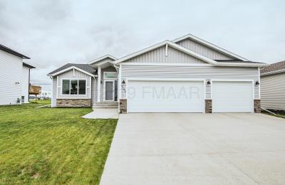 West Fargo Single Family Home For Sale: 1122 28th Avenue W
