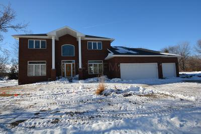 Fargo Single Family Home For Sale: 4021 Copperfield Court