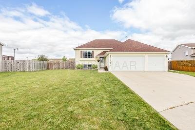 West Fargo Single Family Home For Sale: 1722 Huntington Court