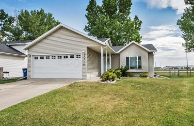 Fargo, Moorhead Single Family Home For Sale: 3616 Village Green Lane