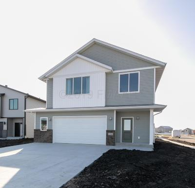 West Fargo Single Family Home For Sale: 5261 8th Court W