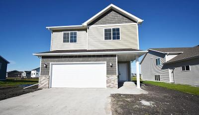 Moorhead Single Family Home For Sale: 1044 46th Avenue S