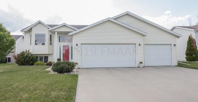 West Fargo Single Family Home For Sale: 1562 Baywood Drive