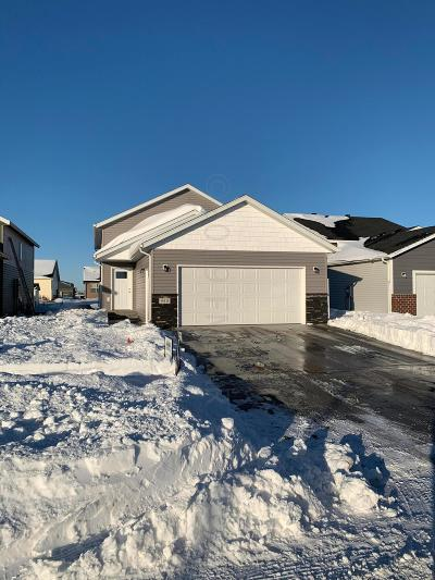 West Fargo Single Family Home For Sale: 940 27th Avenue W