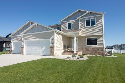 West Fargo Single Family Home For Sale: 2420 Harbor Lane W
