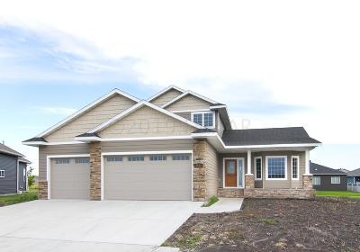 Fargo Single Family Home For Sale: 3638 Cordova Loop S