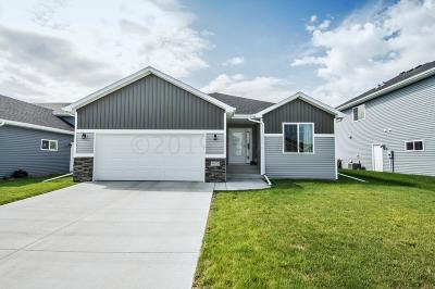 West Fargo Single Family Home For Sale: 955 Eaglewood Avenue