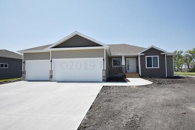 Fargo Single Family Home For Sale: 7045 14 Street S