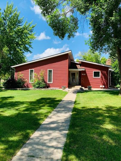 West Fargo Single Family Home For Sale: 909 Dolores Drive