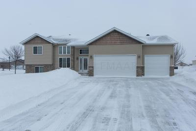 West Fargo Single Family Home For Sale: 112 Edgewater Drive