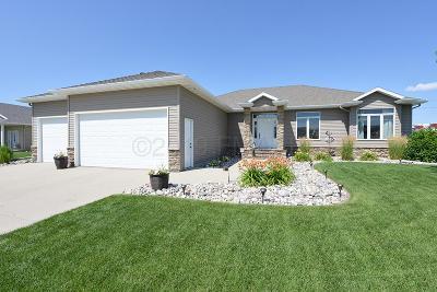 Fargo, Moorhead Single Family Home For Sale: 5517 Farmstead Court S