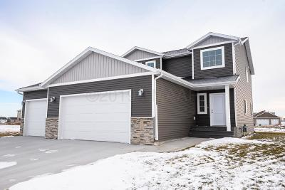 West Fargo Single Family Home For Sale: 1131 Legion Lane W