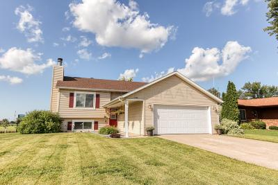 Moorhead Single Family Home For Sale: 3102 Village Green Drive