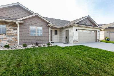 Fargo Single Family Home For Sale: 3333 Maple Leaf Loop S