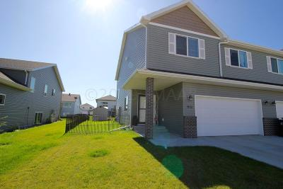 West Fargo Single Family Home For Sale: 915 Eaglewood Avenue