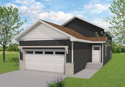 West Fargo Single Family Home For Sale: 1114 Highland Lane W