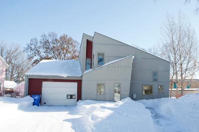 Fargo, Moorhead Single Family Home For Sale: 330 Eddy Court S
