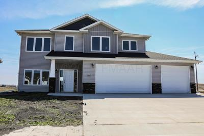 West Fargo Single Family Home For Sale: 1077 Wildflower Lane W