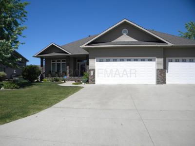 Moorhead MN Single Family Home For Sale: $435,000