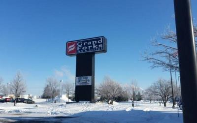 Grand Forks ND Commercial For Sale: $1,000,000