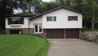 Valley City Single Family Home For Sale: 839 Hanna Ave SW