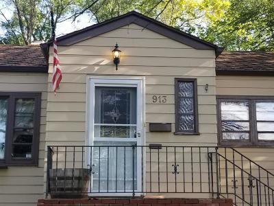 Jamestown Single Family Home For Sale: 913 2nd Pl NE