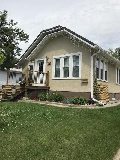 Valley City Single Family Home For Sale: 450 8th Street NW