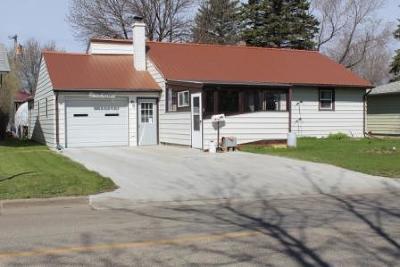 Jamestown Single Family Home For Sale: 1417 4th Avenue NE