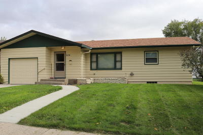 Valley City Single Family Home For Sale: 624 6th Avenue NW