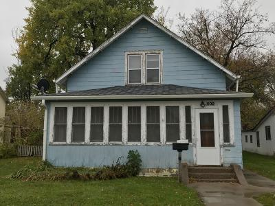 Jamestown Single Family Home For Sale: 609 2nd Avenue NE