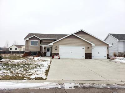 Jamestown ND Single Family Home For Sale: $339,000