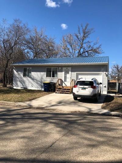 Jamestown Single Family Home For Sale: 403 11th Street NE