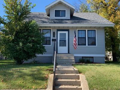 Jamestown Single Family Home For Sale: 620 2nd Avenue SW