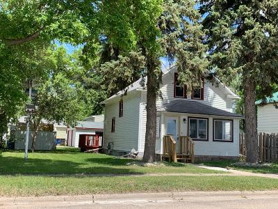 Jamestown Single Family Home For Sale: 707 2nd Street NE