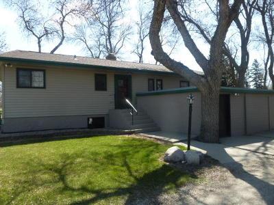 Jamestown Single Family Home For Sale: 2208 5th Street NE